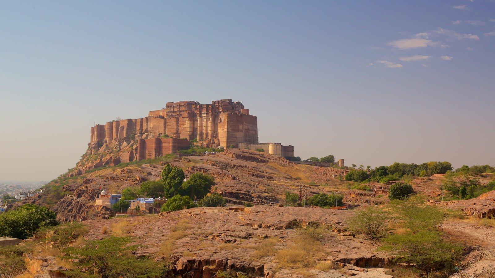 Mehrangarh Fort ofreciendo vistas al desierto