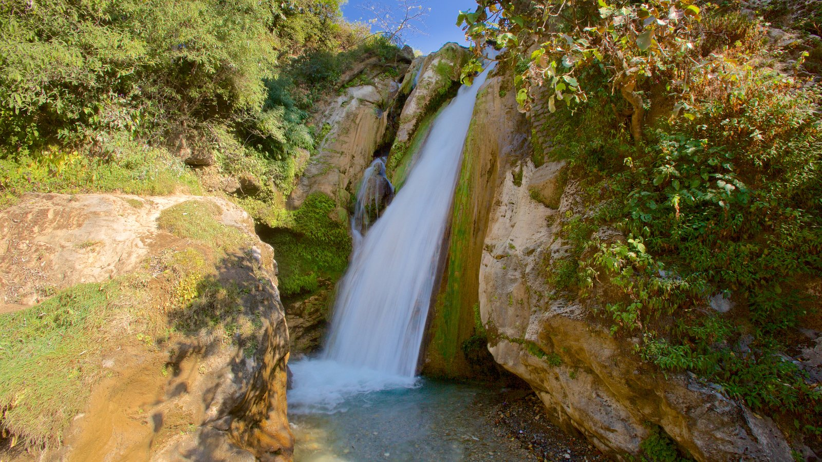Bhata Falls featuring tranquil scenes and a waterfall