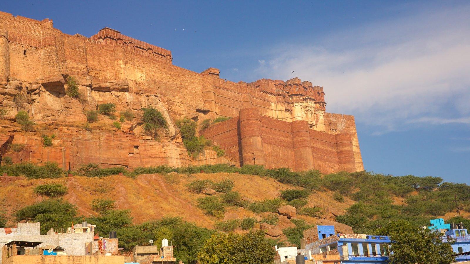 Mehrangarh Fort que incluye castillo o palacio, patrimonio de arquitectura y elementos del patrimonio
