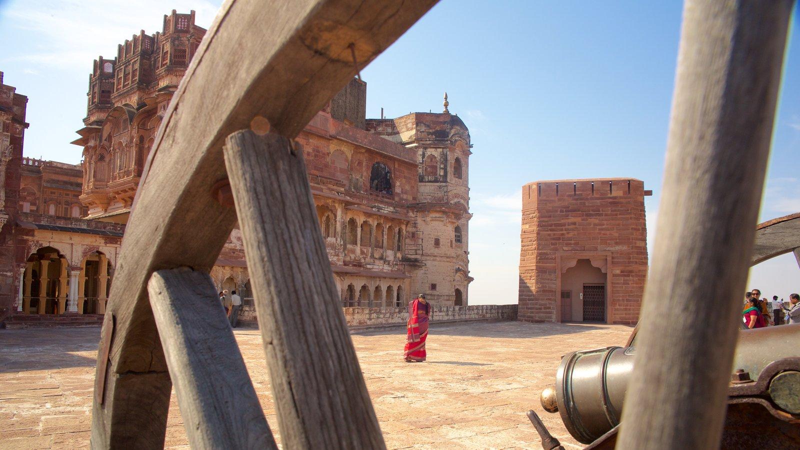 Mehrangarh Fort que incluye un parque o plaza, patrimonio de arquitectura y elementos del patrimonio