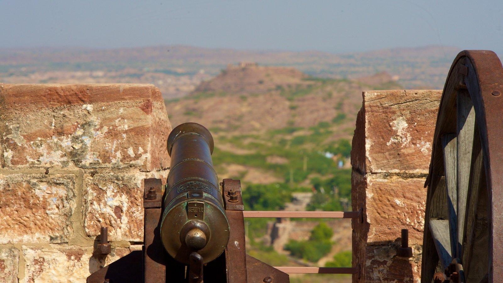 Mehrangarh Fort ofreciendo elementos del patrimonio