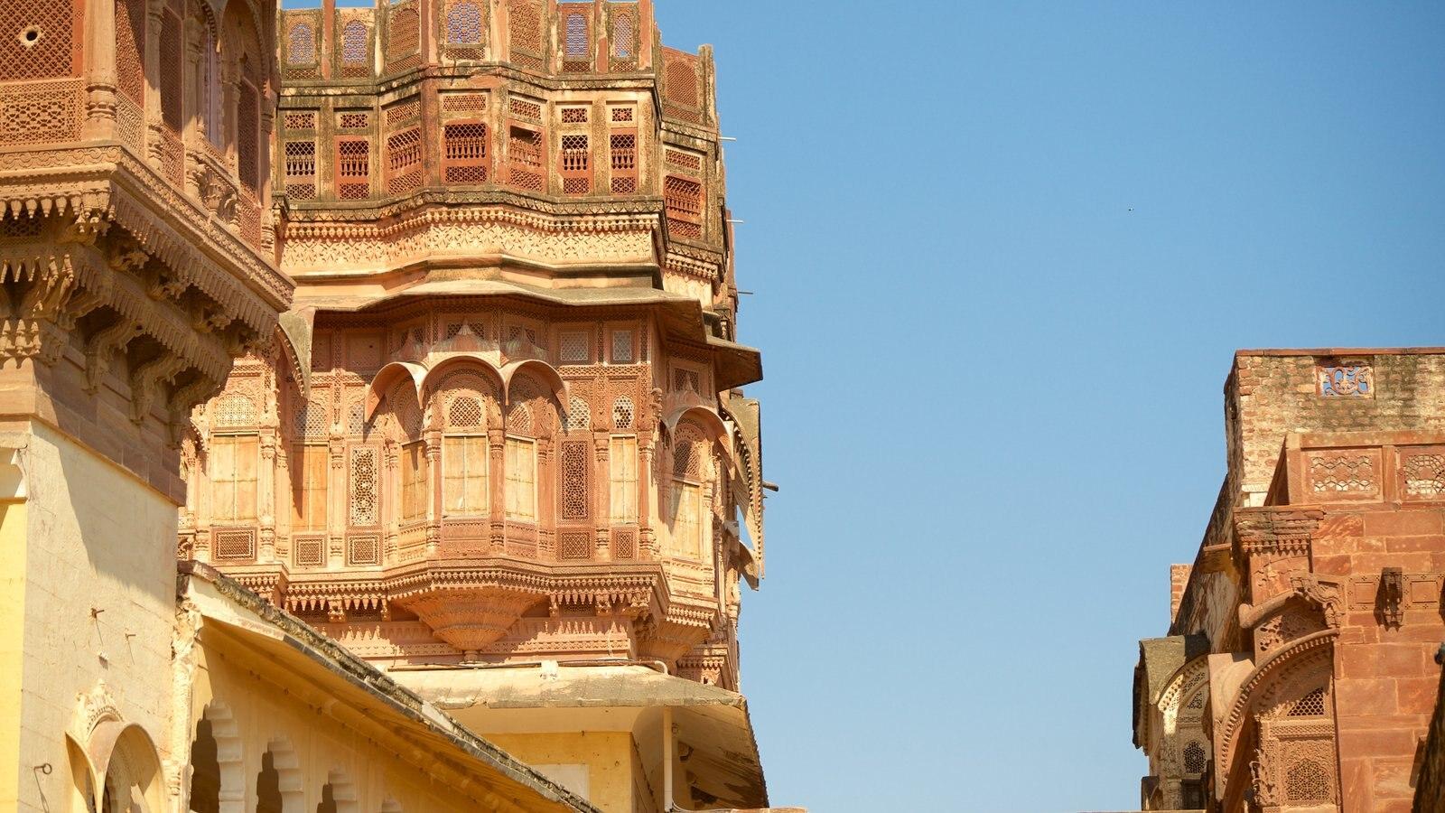 Mehrangarh Fort ofreciendo castillo o palacio, patrimonio de arquitectura y elementos del patrimonio