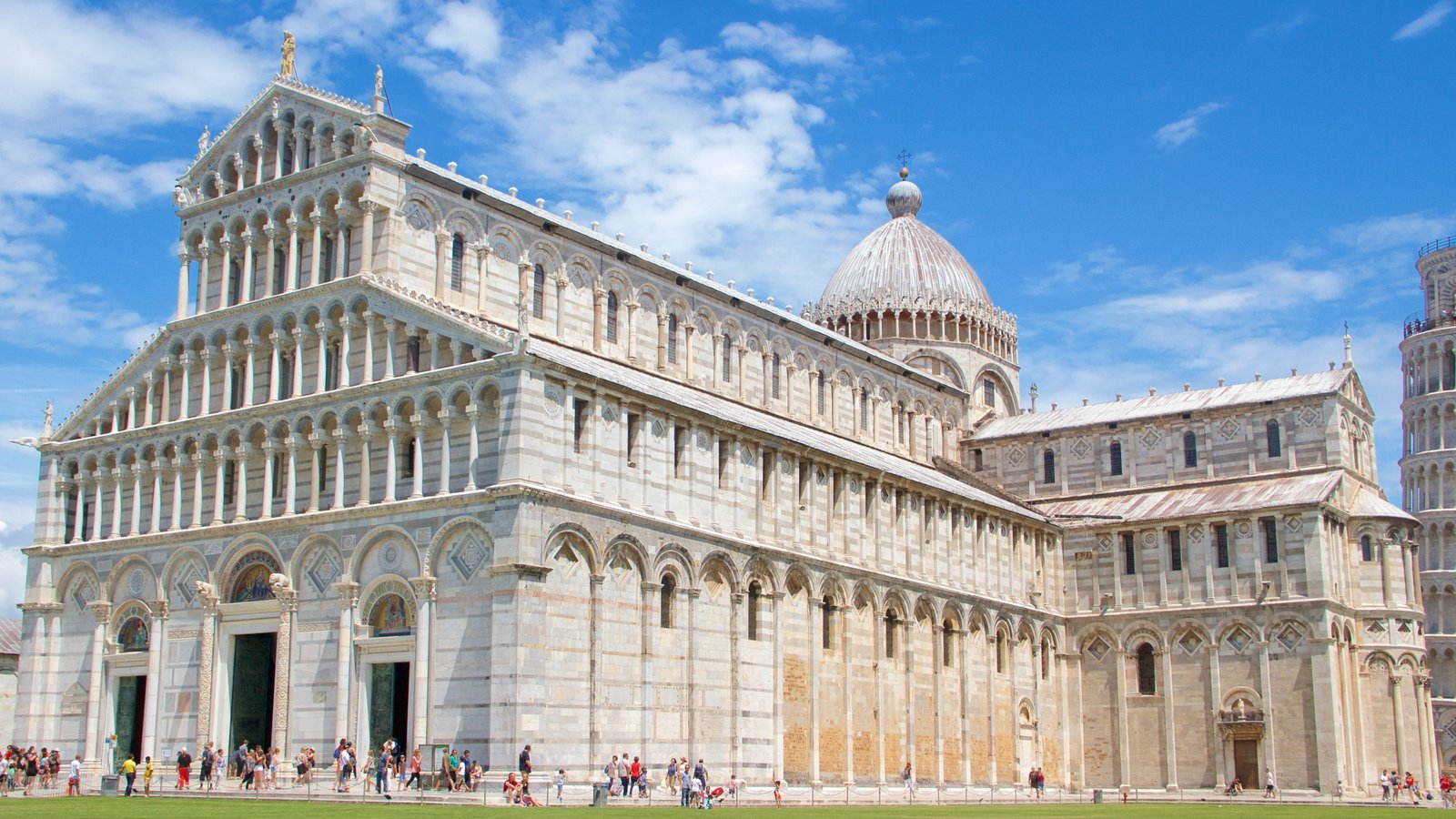 Cathedral of Pisa showing heritage elements, a church or cathedral and a monument