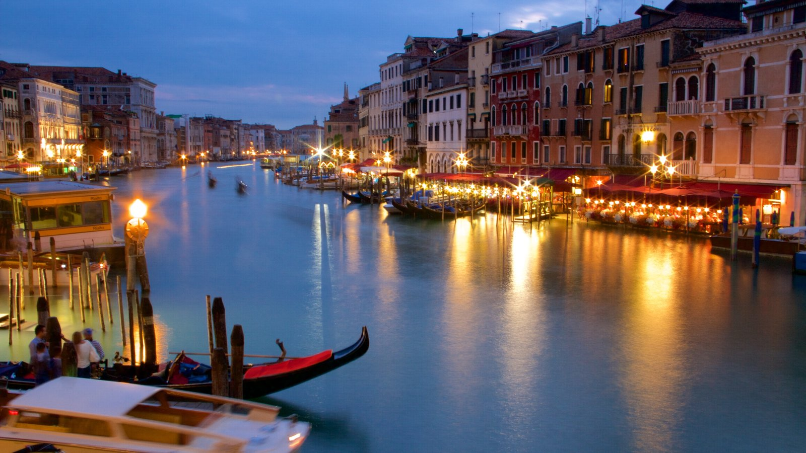 Grand Canal showing heritage architecture, night scenes and a lake or waterhole