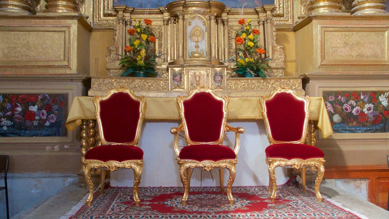 Sauze d\'Oulx ofreciendo castillo o palacio y vistas interiores