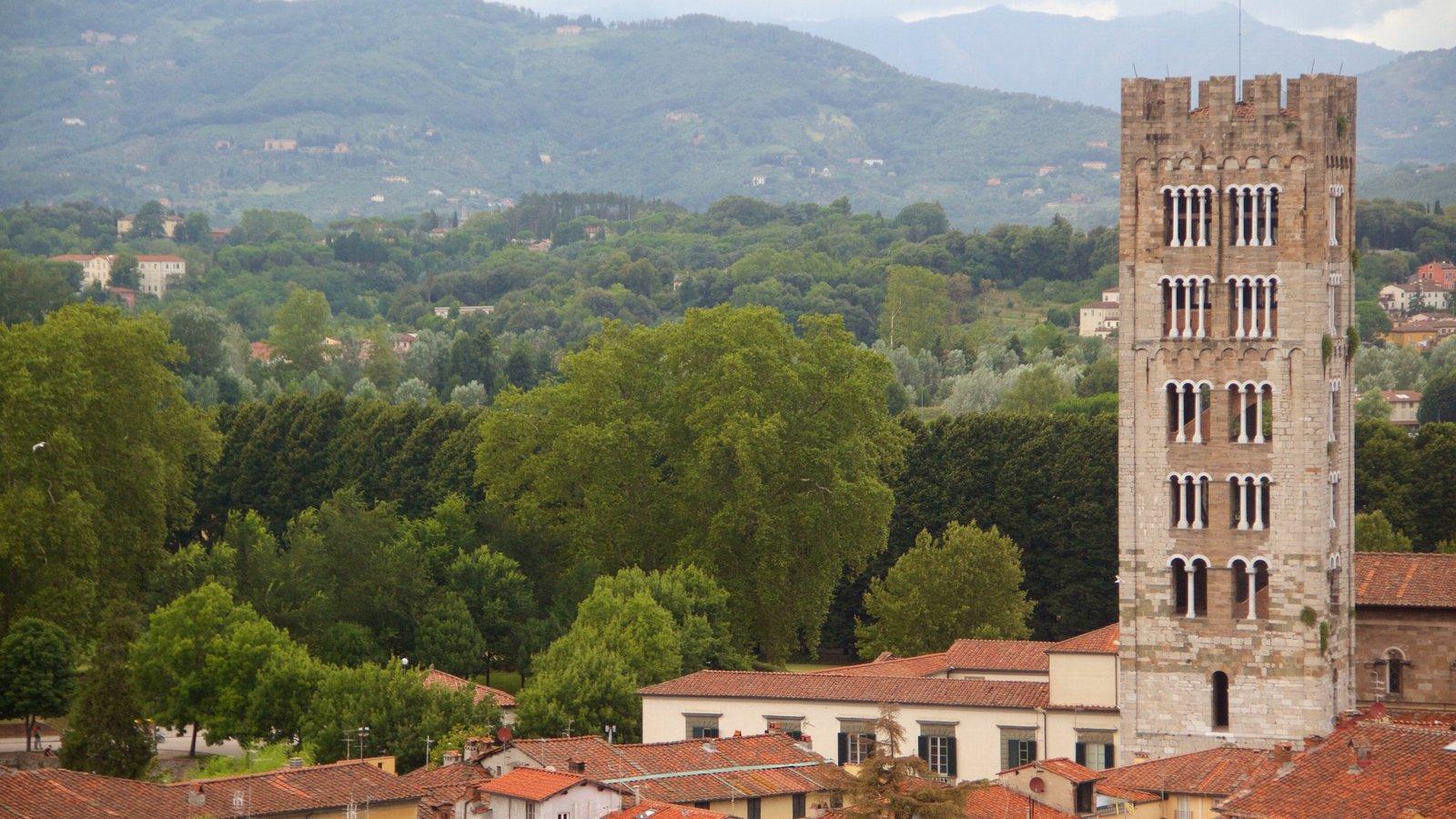 Basilica di San Frediano which includes heritage architecture