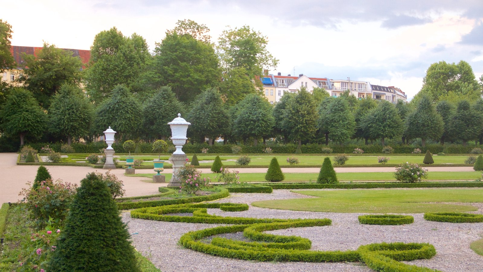 Schloss Charlottenburg which includes heritage elements, a castle and a garden