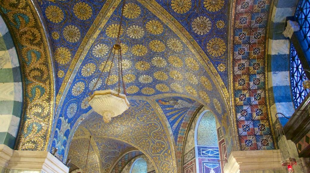 Aachen Cathedral inclusief historische architectuur, religieuze aspecten en interieur