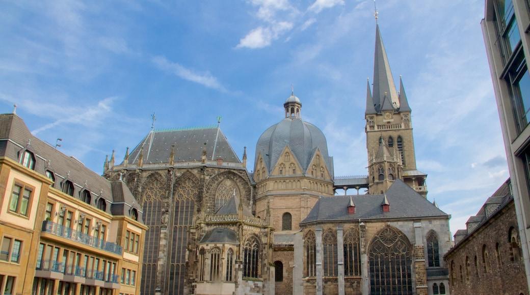 Aachen Cathedral inclusief historische architectuur, historisch erfgoed en een kerk of kathedraal