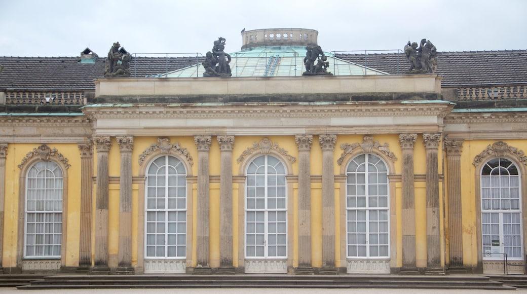 Palais de Sanssouci montrant patrimoine historique, patrimoine architectural et château
