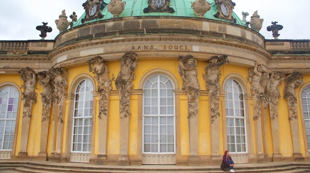 Palais de Sanssouci qui includes patrimoine historique, patrimoine architectural et château ou palais