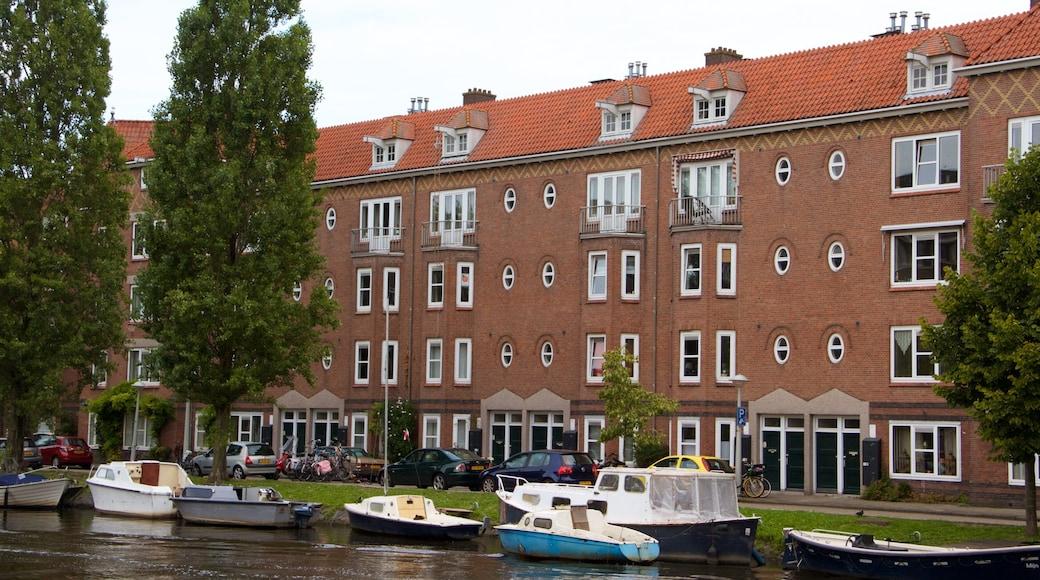Amsterdam sørøst som inkluderer båter og historisk arkitektur