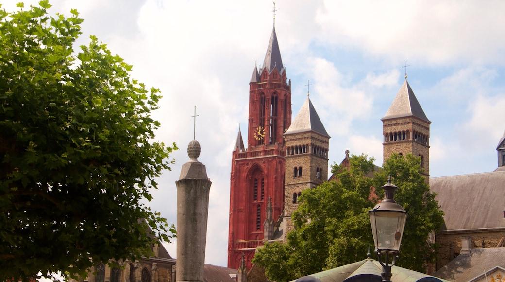 Vrijthof das einen Geschichtliches, Kirche oder Kathedrale und historische Architektur
