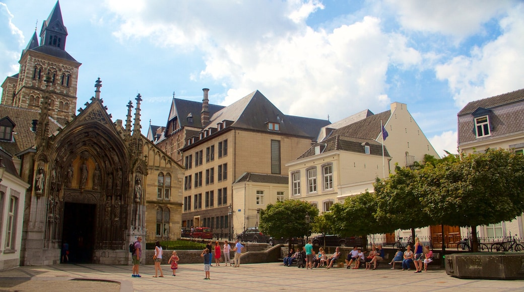 Vrijthof mit einem Platz oder Plaza und historische Architektur