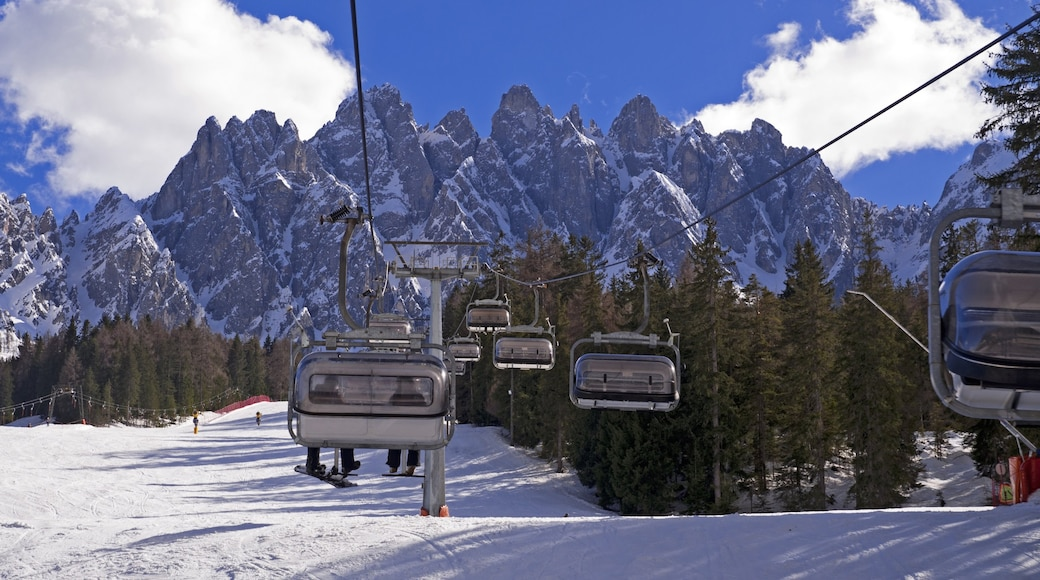 San Candido showing a gondola, mountains and snow