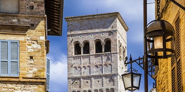 Assisi showing heritage architecture