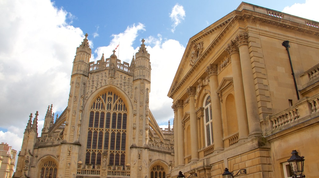 Bath Abbey showing heritage elements, heritage architecture and a church or cathedral