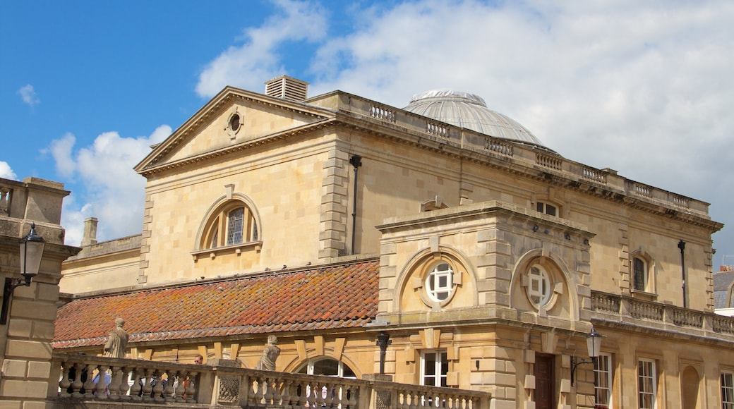 Roomalainen kylpylä johon kuuluu vanha arkkitehtuuri