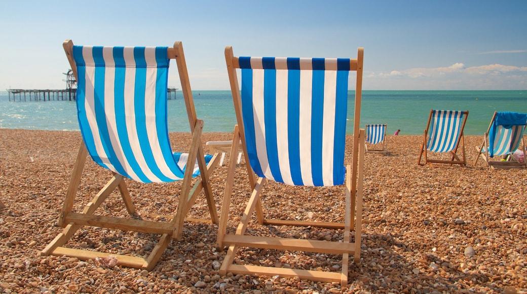 Brighton Beach mit einem allgemeine Küstenansicht und Steinstrand