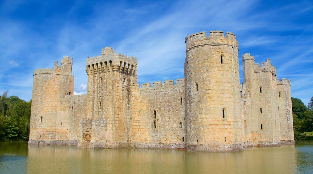 Bodiam Castle das einen Palast oder Schloss, historische Architektur und Geschichtliches