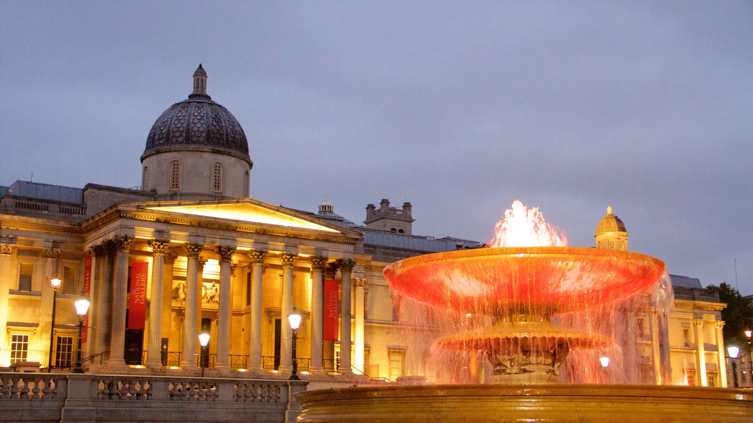 """Londons stora mötesplats och National Gallerys och St. Martin-in-the-Fields-kyrkans """"gårdsplan""""."""