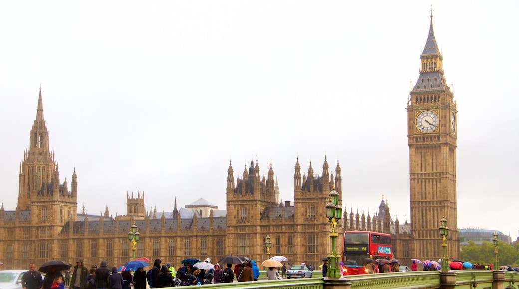Westminster Bridge which includes heritage architecture, heritage elements and a castle