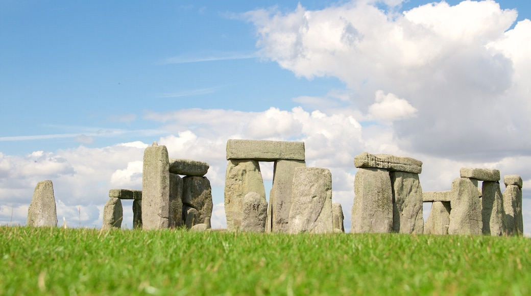 Stonehenge showing heritage elements and a monument