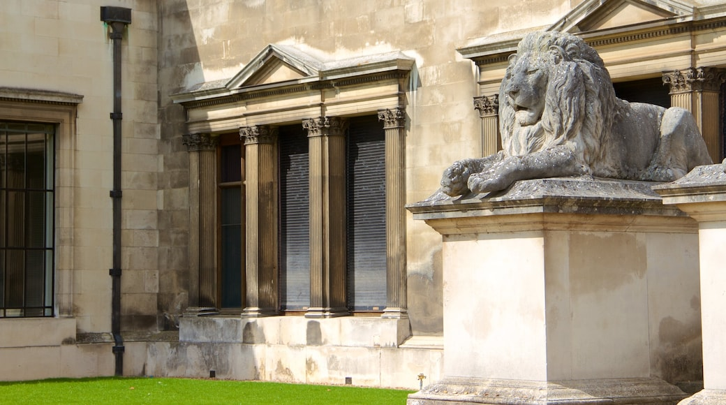 Fitzwilliam Museum featuring a statue or sculpture and heritage elements