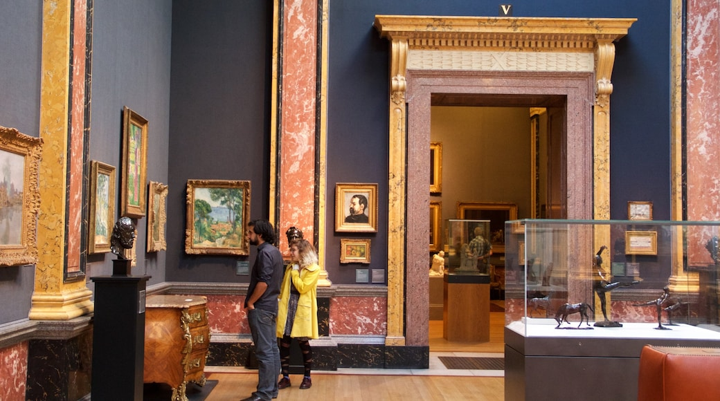 Fitzwilliam Museum which includes art, heritage architecture and interior views
