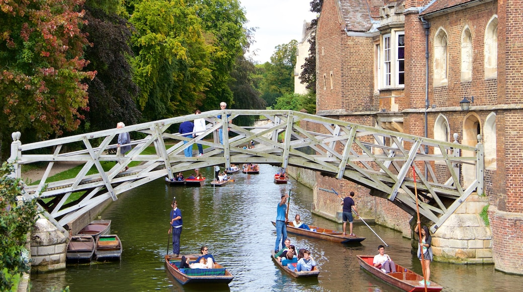 สะพาน Mathematical ซึ่งรวมถึง ทะเลสาบหรือแอ่งน้ำ, พายเรือคายัคหรือเรือแคนู และ สะพาน