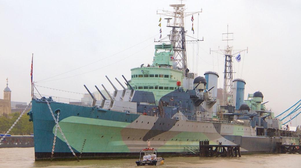 HMS Belfast som viser elv eller bekk og militærelementer