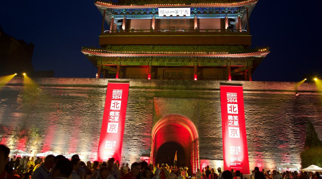 中國萬里長城 呈现出 夜景, 古蹟 和 傳統元素