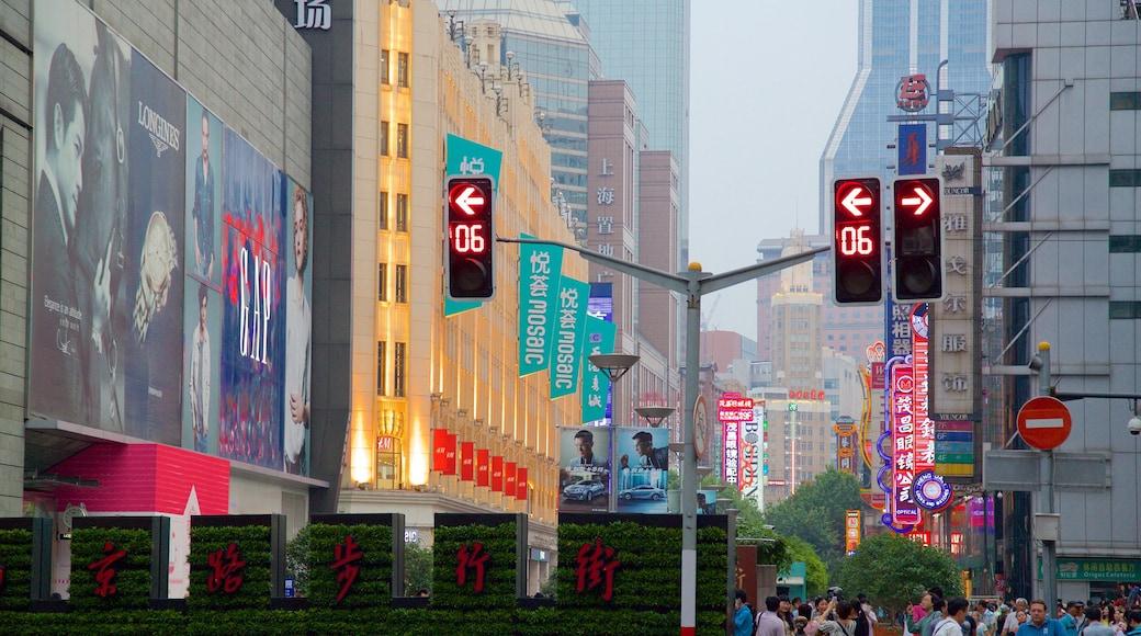 南京路購物區 设有 街道景色, 核心商業區 和 城市