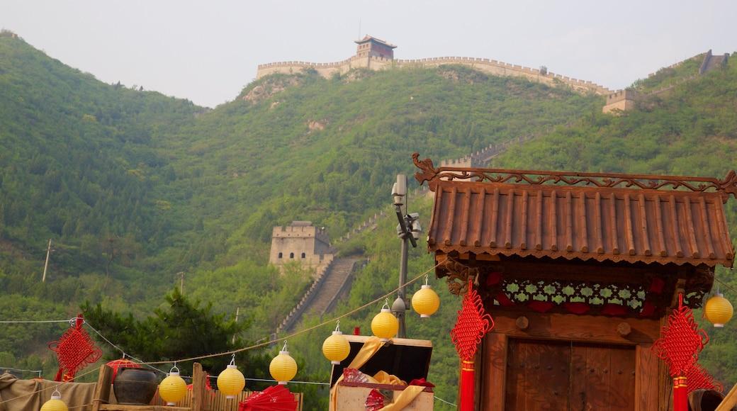 中國萬里長城 其中包括 傳統元素 和 古蹟
