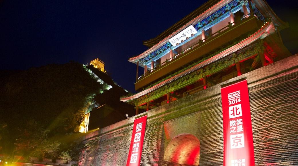 中國萬里長城 呈现出 傳統元素, 古蹟 和 夜景