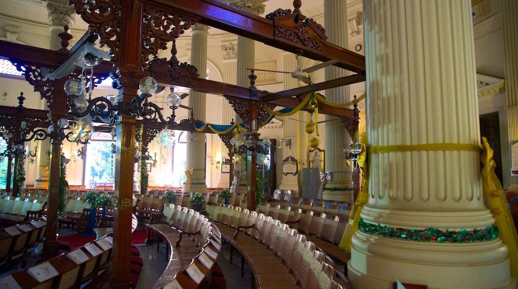 Nhà thờ St. Andrew\'s cho thấy nhà thờ và cảnh nội thất