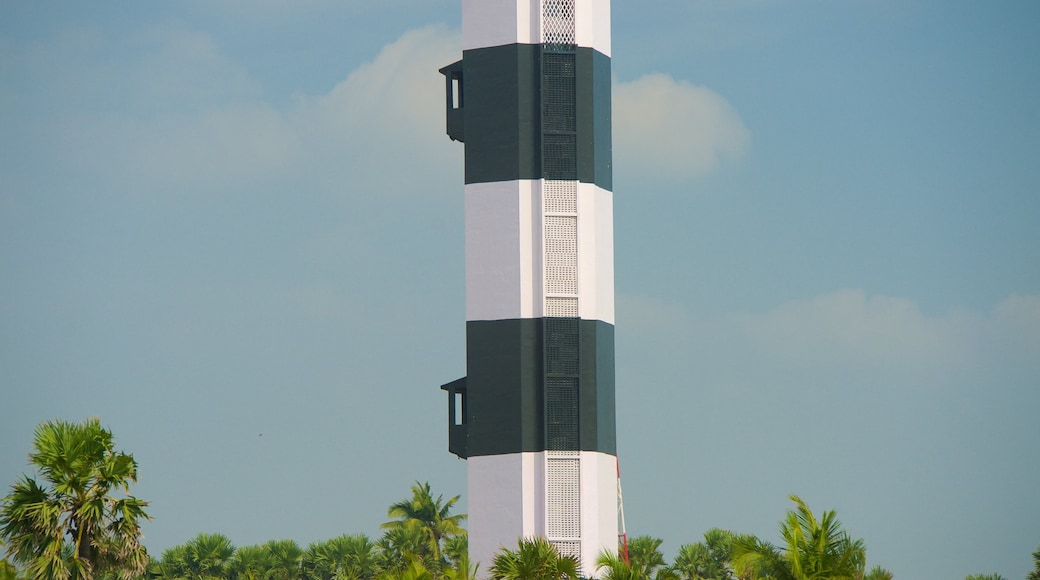 Pondicherry Lighthouse showing a lighthouse