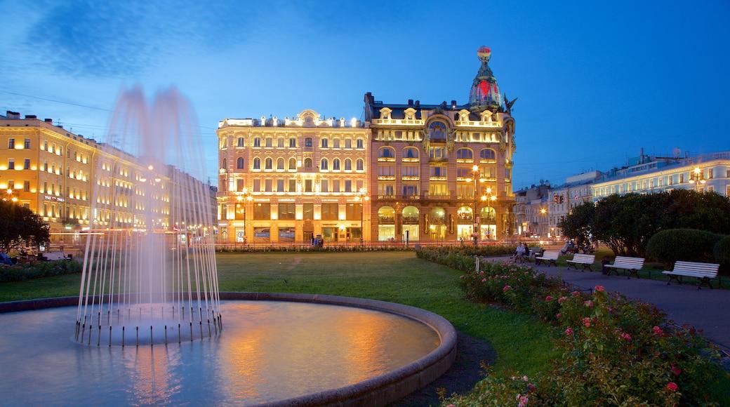San Petersburgo mostrando una ciudad, escenas nocturnas y un parque