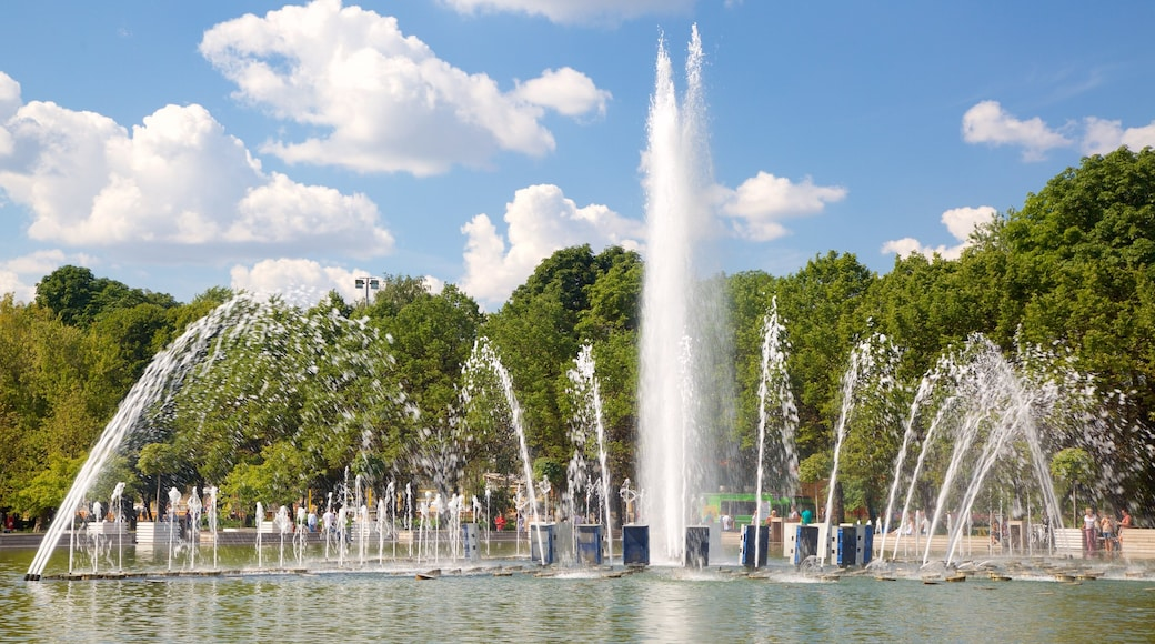 Gorky Park which includes a fountain