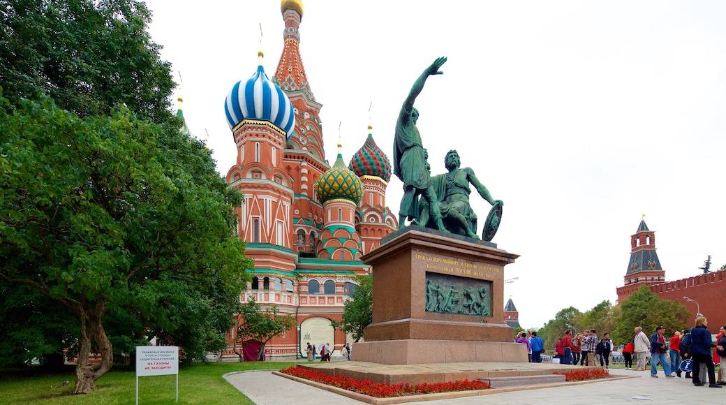 Moskau das einen historische Architektur und Statue oder Skulptur