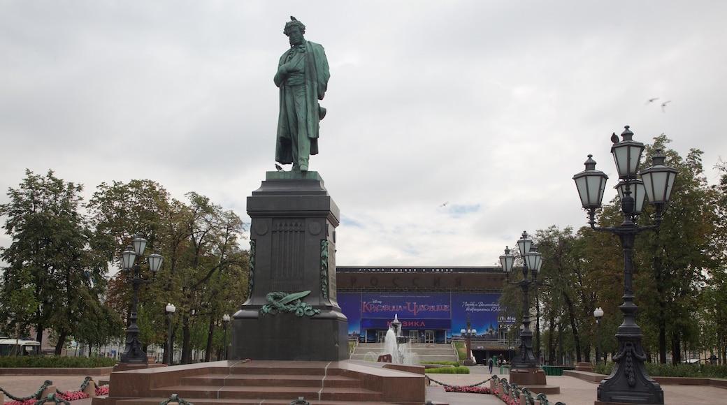 Puschkin-Platz das einen Statue oder Skulptur