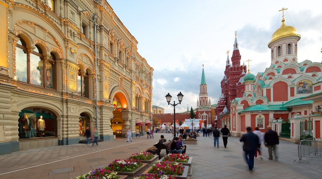 Kreml welches beinhaltet historische Architektur und Straßenszenen