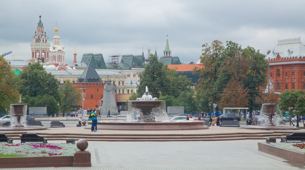 Puschkin-Platz das einen Platz oder Plaza und Springbrunnen