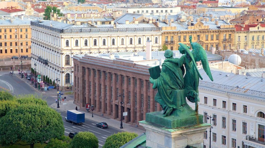 Iisakinkirkko joka esittää kaupunki ja patsas tai veistos