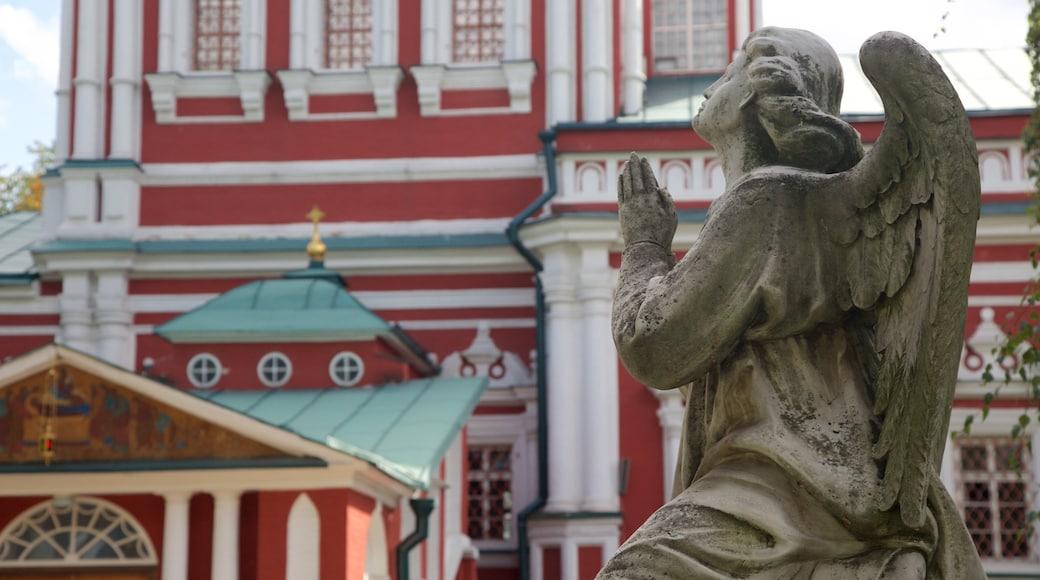 新處女修道院公墓 其中包括 歷史建築 和 雕像或雕塑