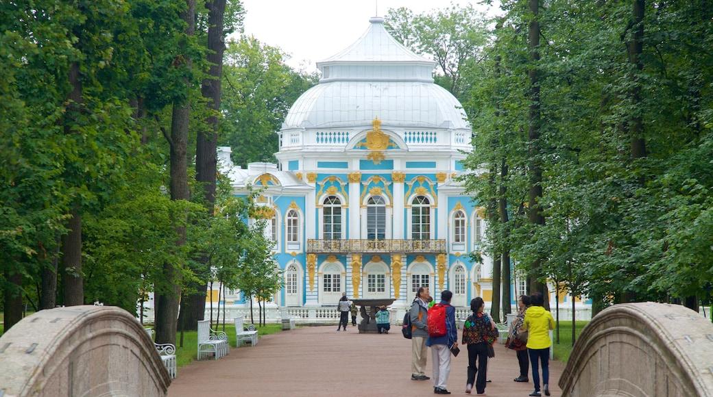 Katarinas palats och park i Tsarskoye Selo presenterar historisk arkitektur