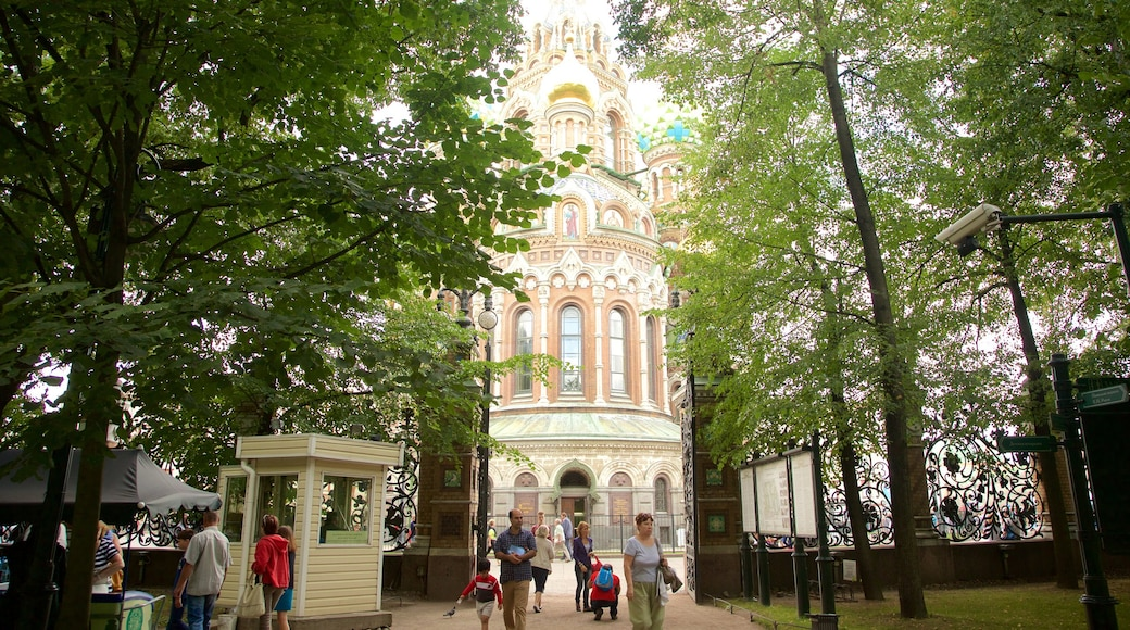 Church of the Savior on the Spilled Blood which includes a park as well as a small group of people