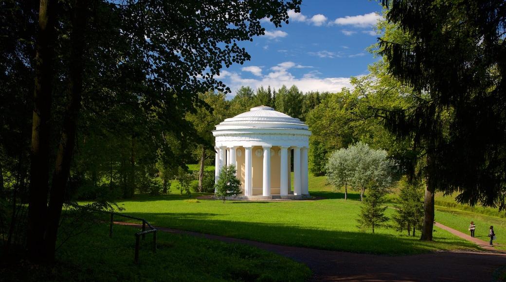 Pavlovsk Palace and Park som inkluderar en park