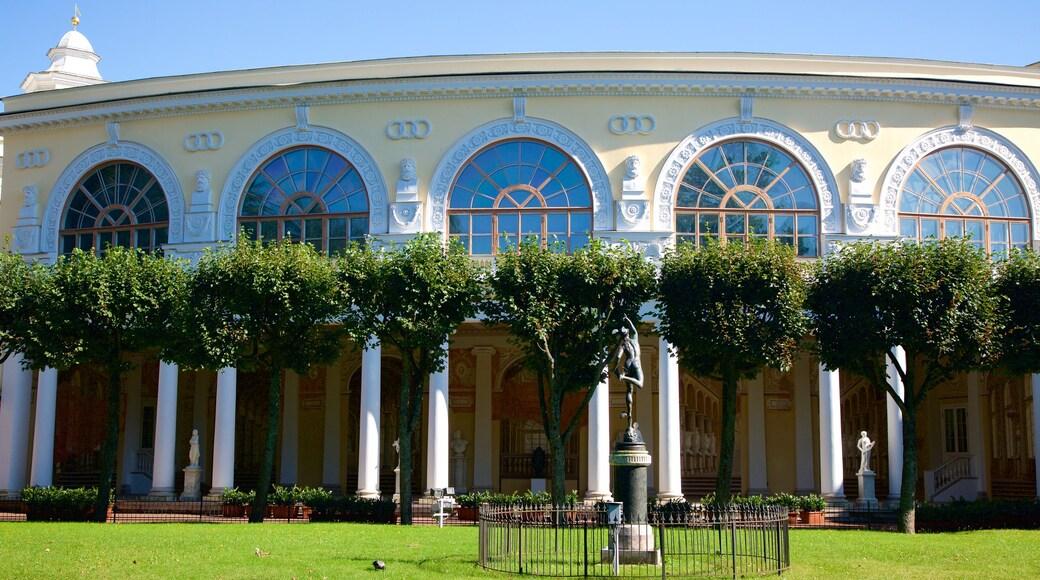 Pavlovsk Palace and Park som inkluderar en trädgård