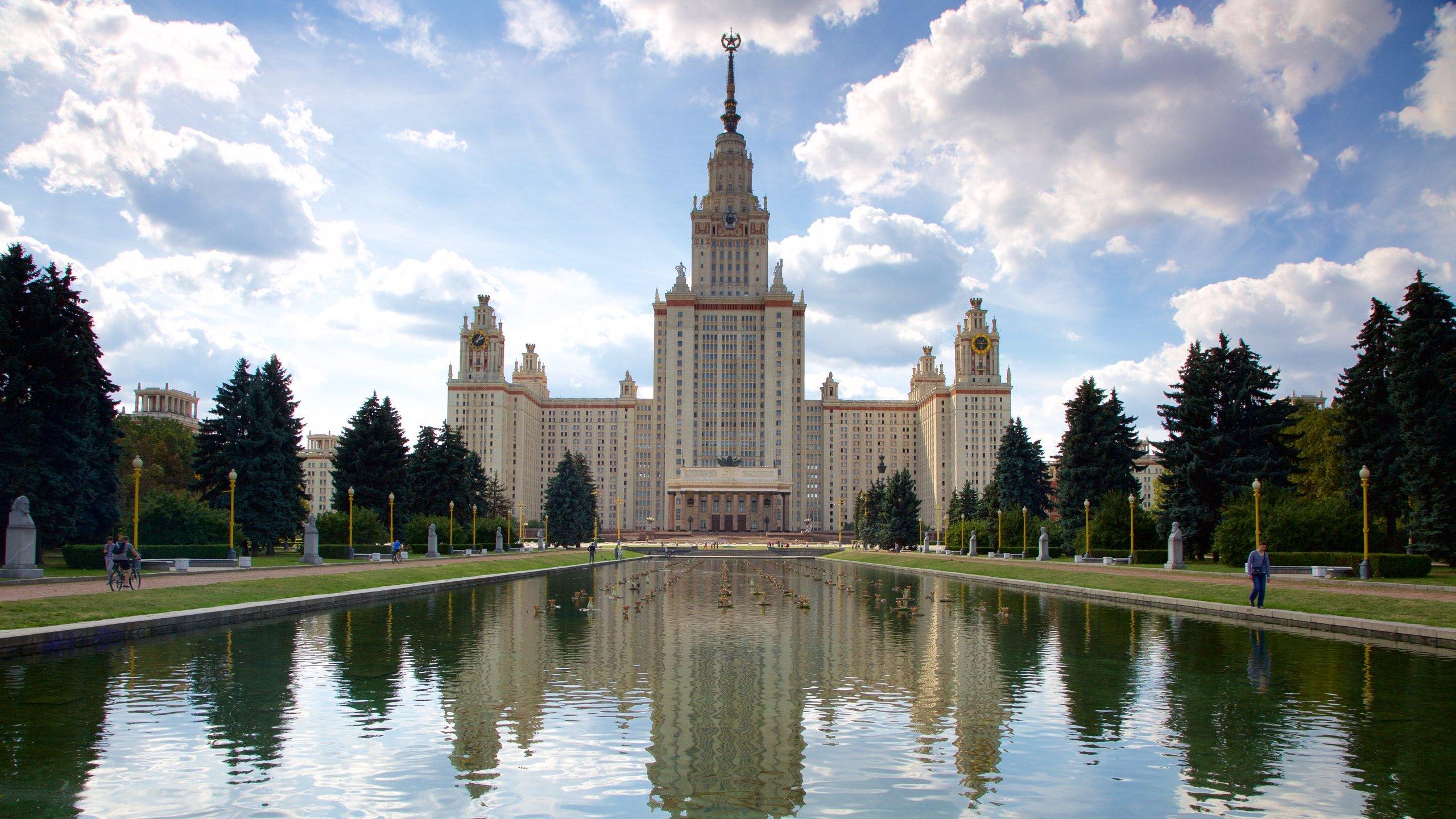 Visita la universidad de Universidad Estatal de Moscú durante tus vacaciones en Ramenki. Además, aquí también podrás disfrutar de su oferta teatral y sus museos.